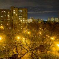 ночной вид из окна через стекло :: Александр Шурпаков