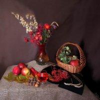 Цветы, яблоки, корзинка :: Дубовцев Евгений