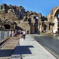 Ворота Веспасиана.Турция.Сиде. :: Лара ***
