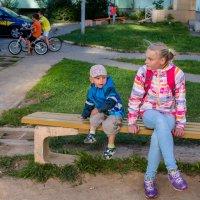 Пора по парам или вечерние посиделки во дворе :: Дмитрий Шишкин