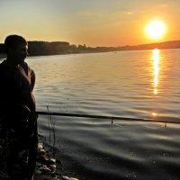 Рыбалка на вечерней зорьке :: Татьяна Пальчикова