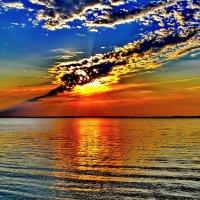Красочный закат на озере Янисярви. :: Владимир Ильич Батарин