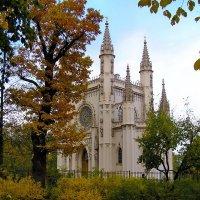 Недействующий православный храм в Петергофе, в парке Александрия. В обиходе известен как Капелла. :: Владимир Ильич Батарин