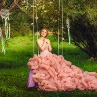 Девушка в розовом платье на качеле :: Ольга Невская