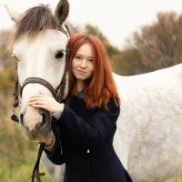 держи лошадь за гриву,за хвост не удержишь! :: Мария