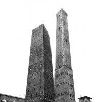 Падающие башни, Болонья, Италия :: Larisa Ulanova