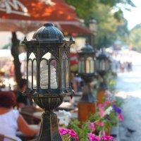фонарики летнего кафе :: Евгений Гузов