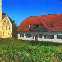 Домик в деревне у старого замка :: M Marikfoto