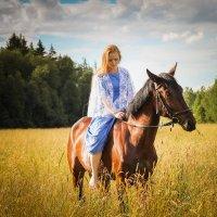 """""""мы пойдем по поле с конем"""" :: Мария"""