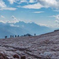 По леднику Гергети к альп лагерю Метео ( 3 450 м ) :: Вячеслав Шувалов