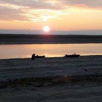 Утро на реке :: Николай Гирев