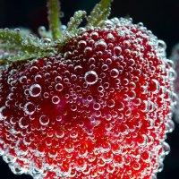 Клубника в пузырьках :: Павел Бирюков