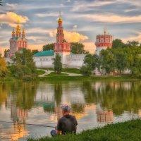 Летние вечера Нводевичьего пруда :: Игорь .
