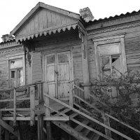 Старое крыльцо :: Евгений Замковой