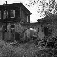 Провинциальный дворик :: Alexander Petrukhin