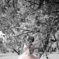 В саду отдыхают все  чувства сразу. :: Лилия .