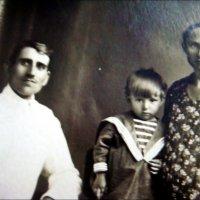 Семья брата моей бабушки - Константин, Анатолий и Зинаида. 1932 г. :: Нина Корешкова
