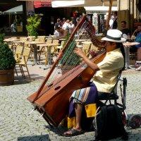 Уличный музыкант :: Надежда