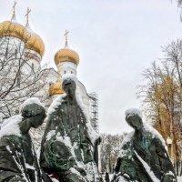 «Троица» — скульптурная композиция в Ярославле. :: Константин Поляков