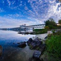Рассвет над рекой :: Владимир Кравченко