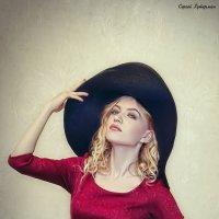 Девушка в шляпке. :: Сергей Гутерман