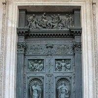 Врата Исаакиевского собора. Петербург :: Татьяна Грищук