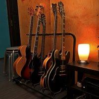 Спят усталые гитары :: Евгений Персианов