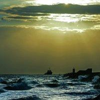 Желанное возвращение в порт... :: Александр Бойко