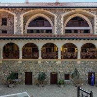 Кикский монастырь о. Кипр. Внутренний двор. :: Андрей Самсонов
