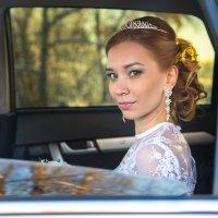 Невеста в машине :: Sergey Serov