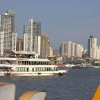 Река Хуанпуцзян   . Паром. :: Виталий Селиванов