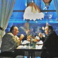 Дружеская беседа в кафе :: Марина Marina