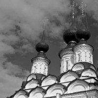 Суздаль. Лазаревская церковь :: Максим Кирютин