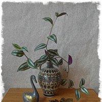 Зебрина в вазе, лебедь и золотые листья :: Nina Yudicheva