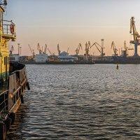 Вид на порт :: Владимир Самсонов
