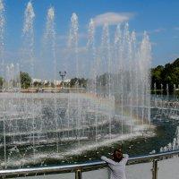 Цвето-музыкальный фонтан в Царицыно завораживает... :: Владимир Безбородов