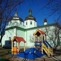 Созерцание храмов и детских площадок насыщает душу оптимизмом и верой в светлое будущее... :: Алекс Аро Аро
