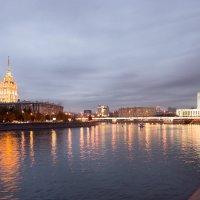 Осенний вечер на Москве-реке :: Олег Пученков