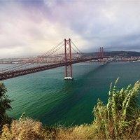 Мост 25 апреля, вид из Алмады на Лиссабон :: Ирина Лепнёва