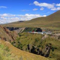 На склонах Эльбруса, высота около 2300 м. :: Vladimir 070549