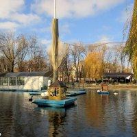 Лебединый пруд в парке :: Нина Бутко
