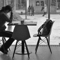 За чтением в кафе :: Марина Marina