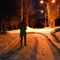 Вечер, фонари, снег и девушка гуляет :: Света Кондрашова