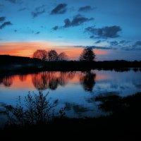 Поздний вечер над озером. :: Sven Rok