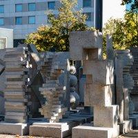 Абстрактный памятник перед колледжем, Дюссельдорф :: Witalij Loewin