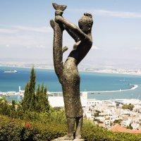 Хайфа: Девочка с рыбой ... :: Aleks Ben Israel
