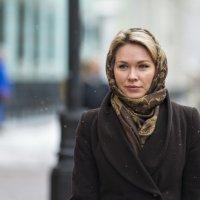 Девушка шла по улице, падал мелкий ноябрьский снежок ... :: Александр Степовой