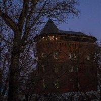 Вечер у водонапорной башни :: Сергей Цветков