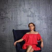 В красном платье :: Андрей Неуймин