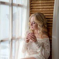 Утро у окна :: Iuliia Beliaeva